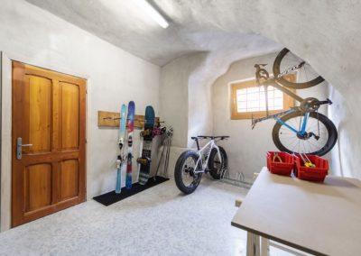 Nell'elegante centro di Aosta, le nostre case vacanza in Valle d'Aosta sono comunque vicine a percorsi per mtb, e-bike o mtb cross country. In inverno, a pochi minuti si trovano le piste di Pila, anche per amanti di snowboard e ciaspole.