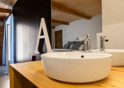 Scegli case vacanza ideali per fare escursioni in Valle d'Aosta con i tuoi amici, anche in mountain bike, e-bike, cross country. A pochi minuti dalla funivia di Pila, anche con piste per snowboard.
